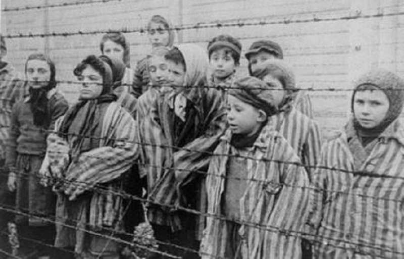 Ricordare e condannare, il mondo ricorda le vittime dell'Olocausto e della follia nazista