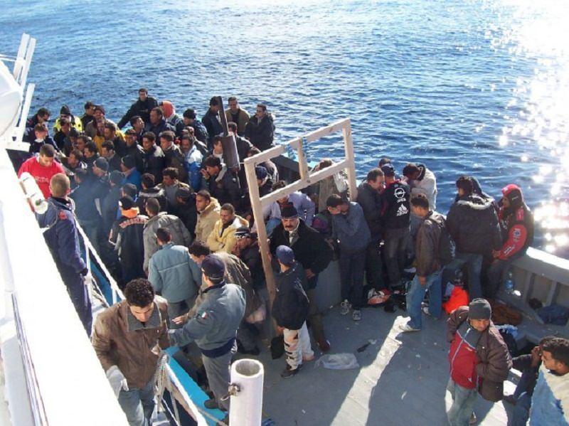 Continuano gli sbarchi in Sicilia, Salvini chiede reato di immigrazione clandestina