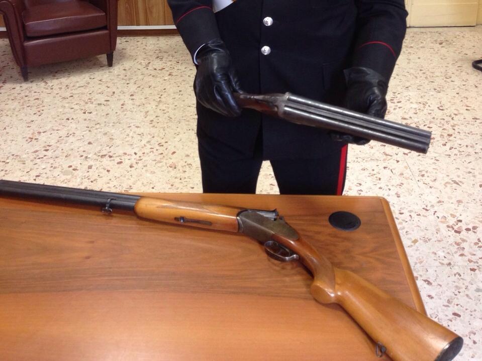 Nascondeva in casa due fucili: arrestato dai carabinieri a Catania