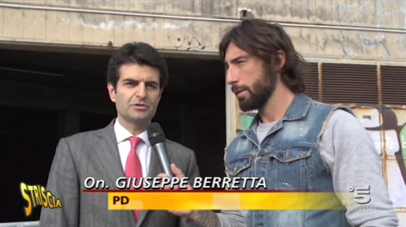 """Berretta (PD) """"a bombazza"""" su Striscia, Grillo (M5S) in tackle su via Manzoni"""