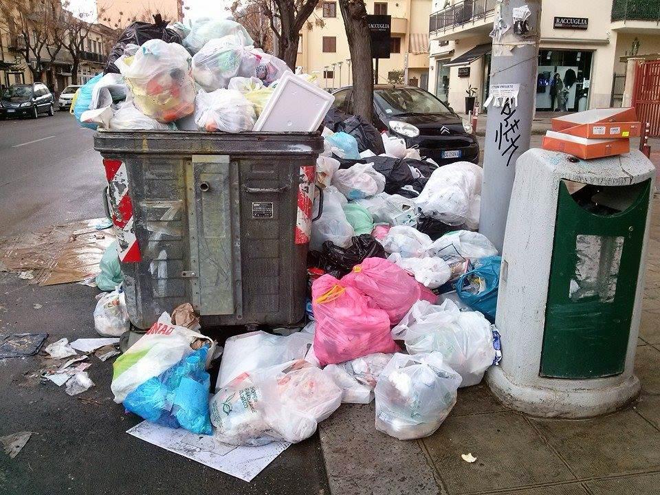 Palermo, corso Catalafimi invaso dall'immondizia