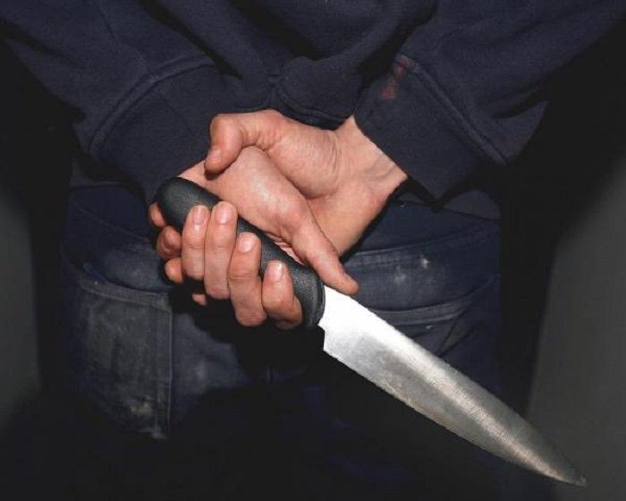 All'udienza di divorzio con coltello nella custodia del tablet: denunciato 37enne
