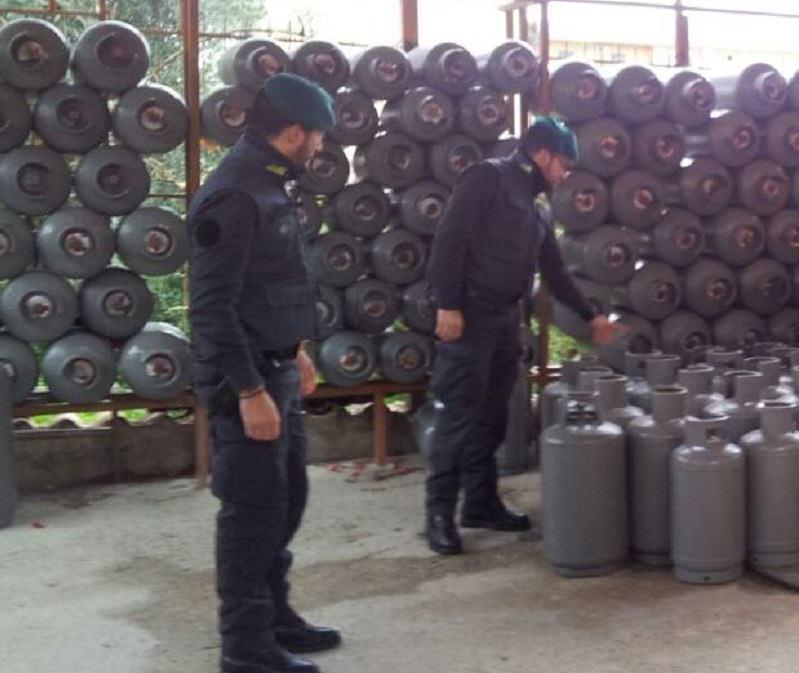 Sequestrati a Palermo oltre 16 mila chili di gpl contenuti in 1120 bombole