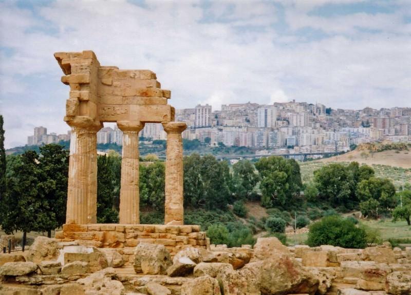 Agrigento: ordine di demolizione per 650 immobili abusivi nella zona archeologica