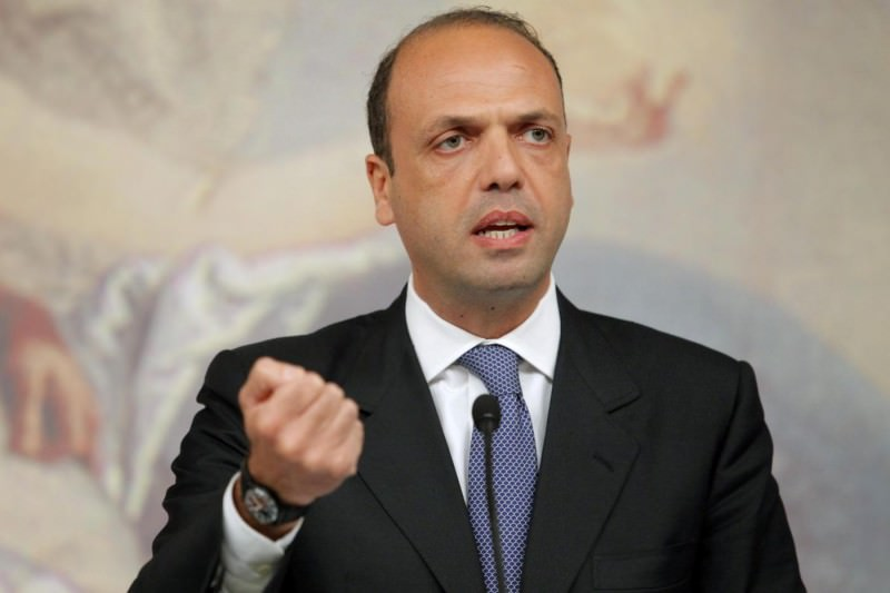 Il caso Catania in parlamento, ministro Alfano butta la palla fuori campo