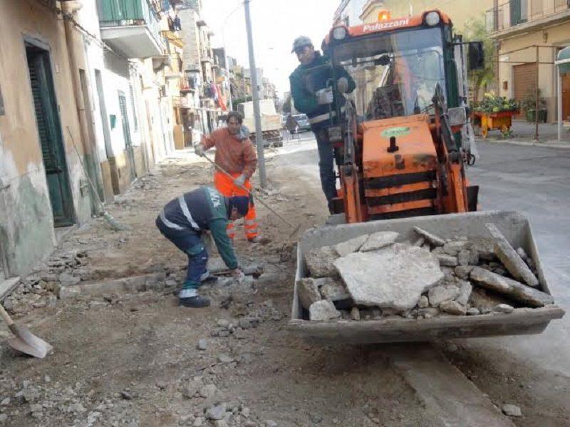 Palermo, si ripristinano marciapiedi in via Sperone