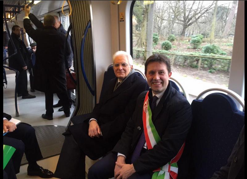 """La sobrietà del presidente Mattarella col tram """"blu"""" che costa ai cittadini"""