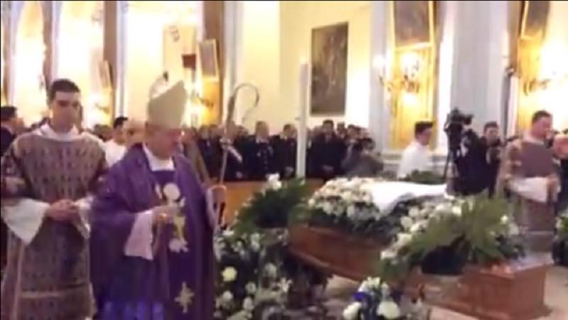 Tutta San Cataldo ai funerali di Aldo Naro. Preso l'assassino