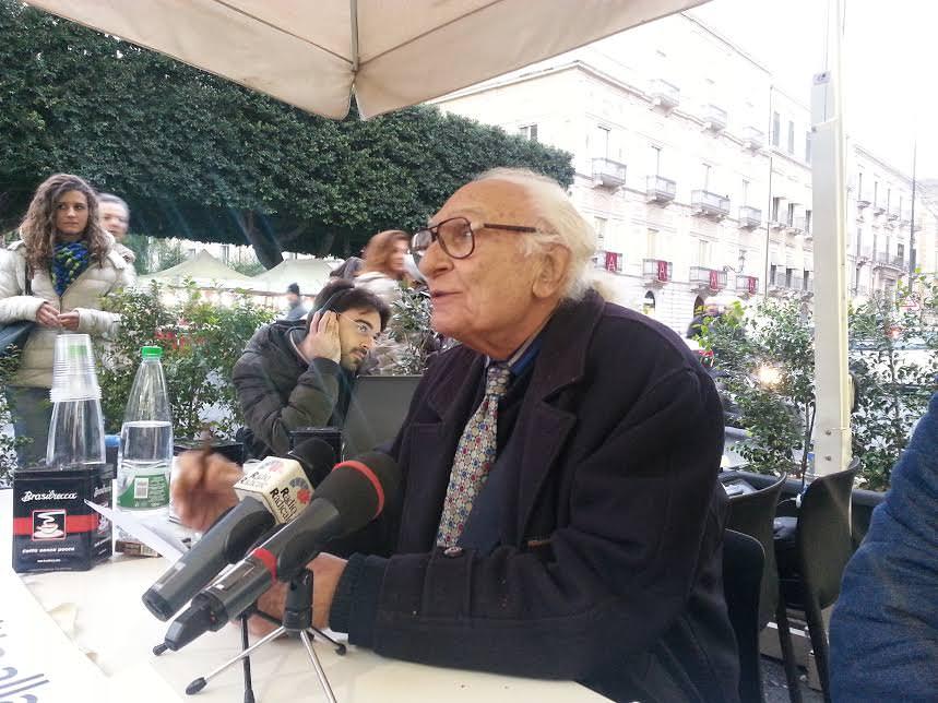 """Catania, Pannella show: """"Viviamo in un regime"""""""