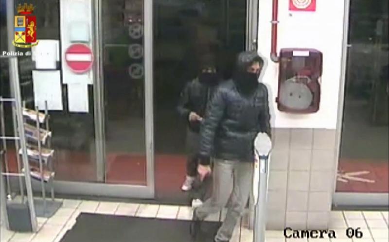 Rapinano supermercato a Catania ma trovano i Condor in borghese. IL VIDEO