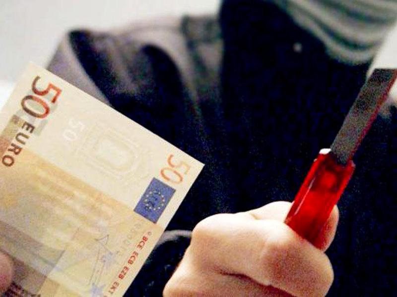 """Tentano di svaligiare la banca ma vengono """"beccati"""" dai carabinieri. Arrestati due 30enni"""