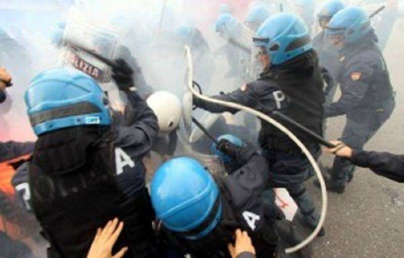 Protesta contro i potenti della terra,  scontri a Catania fra polizia e manifestanti
