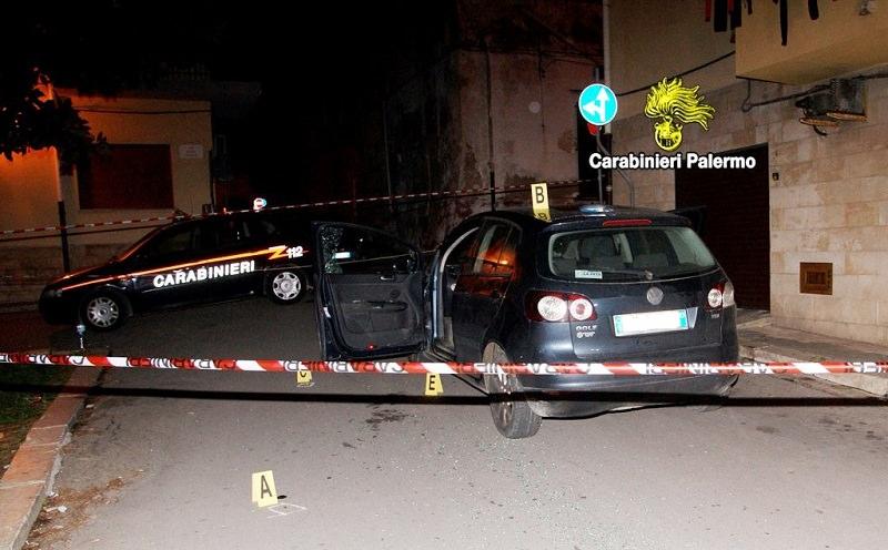 Gli hanno sparato al collo: agguato nella notte a Terrasini