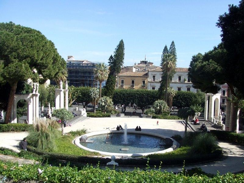 Uomo impiccato alla villa Bellini di Catania: è giallo