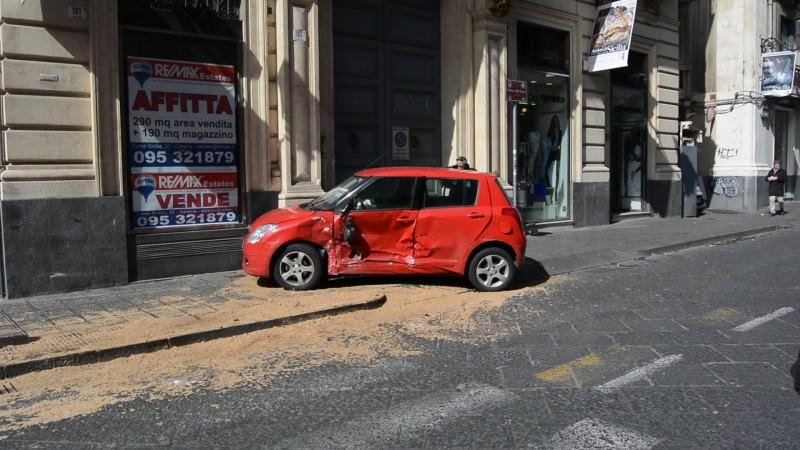 Catania, in via Etnea scontro tra una volante e un'utilitaria