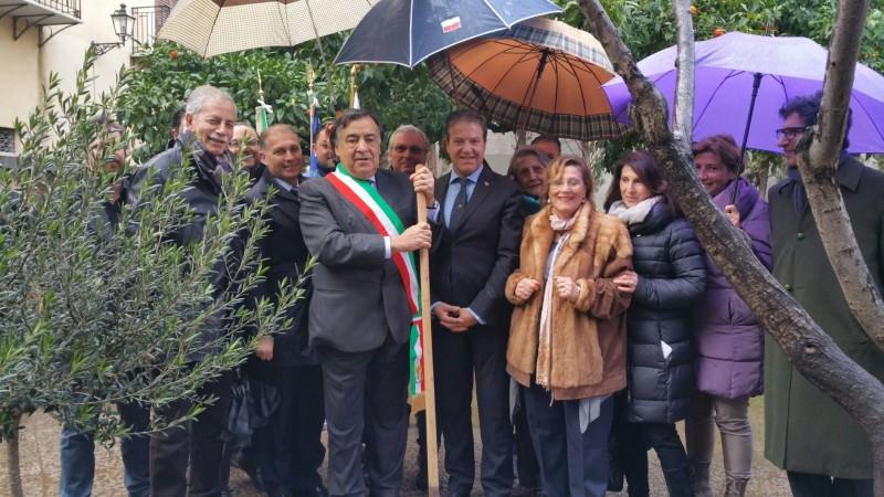 """Palermo, albero in onore di Jan Karski nel """"Giardino dei Giusti"""""""