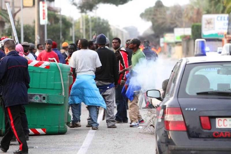 Il tentativo di fuga prima e il rientro al centro accoglienza dopo: stato di agitazione di migranti rientrato
