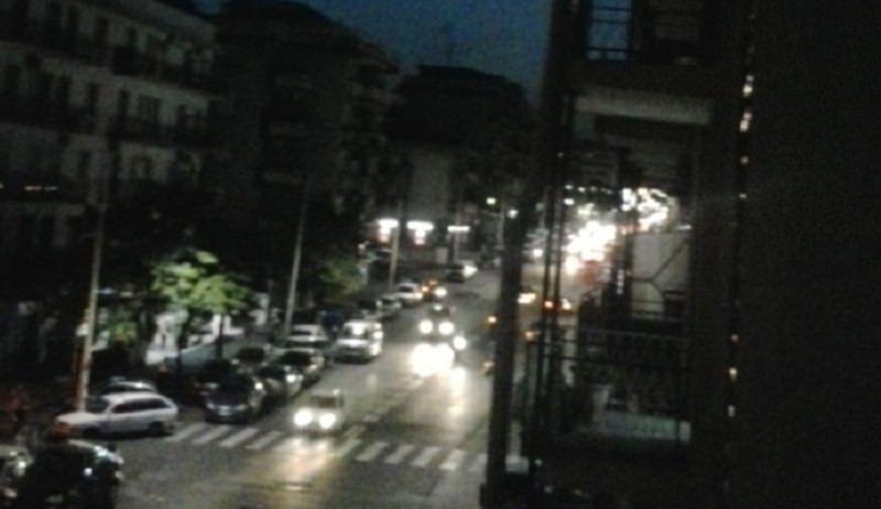 Viale Mario Rapisardi, giovane litiga con la madre e lancia stendibiancheria in strada: denunciato