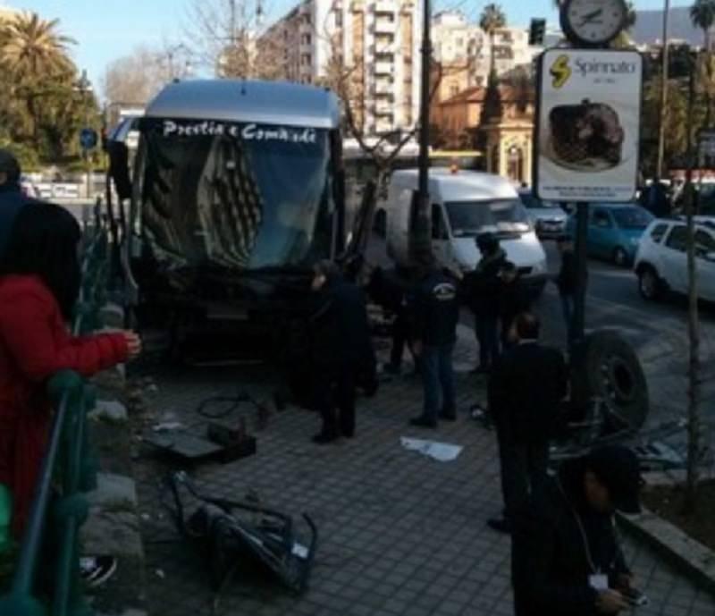 Pullman contro auto: incidente in via Libertà a Palermo