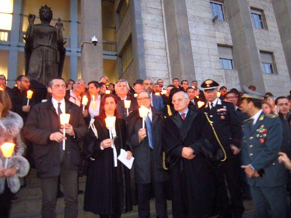 Fiaccolata a Catania per commemorare le vittime della strage di Milano