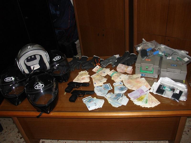 Trecastagni, rapinatori in banca incastrati dai filmati