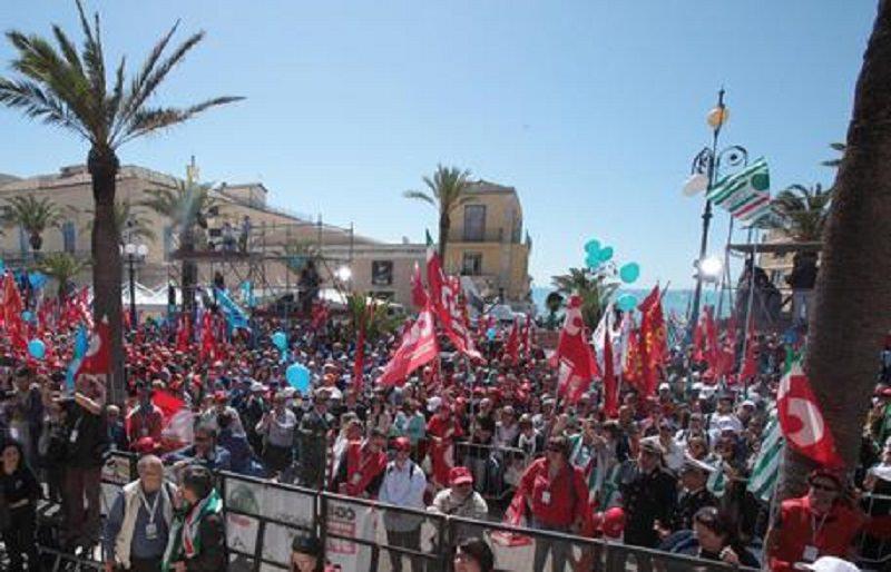 """I sindacati scendono in piazza in tutte le province siciliane per chiedere """"lavoro e legalità"""""""
