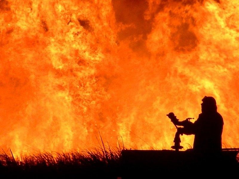 Incendio nel Palermitano, chiuso un tratto dell'autostrada A19