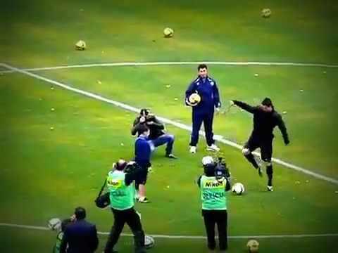 Cristiano Ronaldo umiliato da un baby mago del pallone   VIDEOCLIP