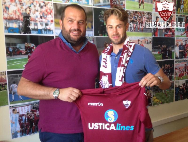 Trapani 2015/16. In granata il centrocampista Davide Raffaello