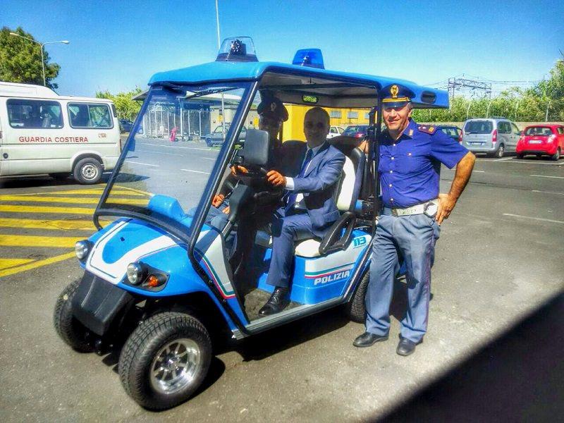 Una macchina elettrica in dotazione alla polizia di frontiera di Catania.