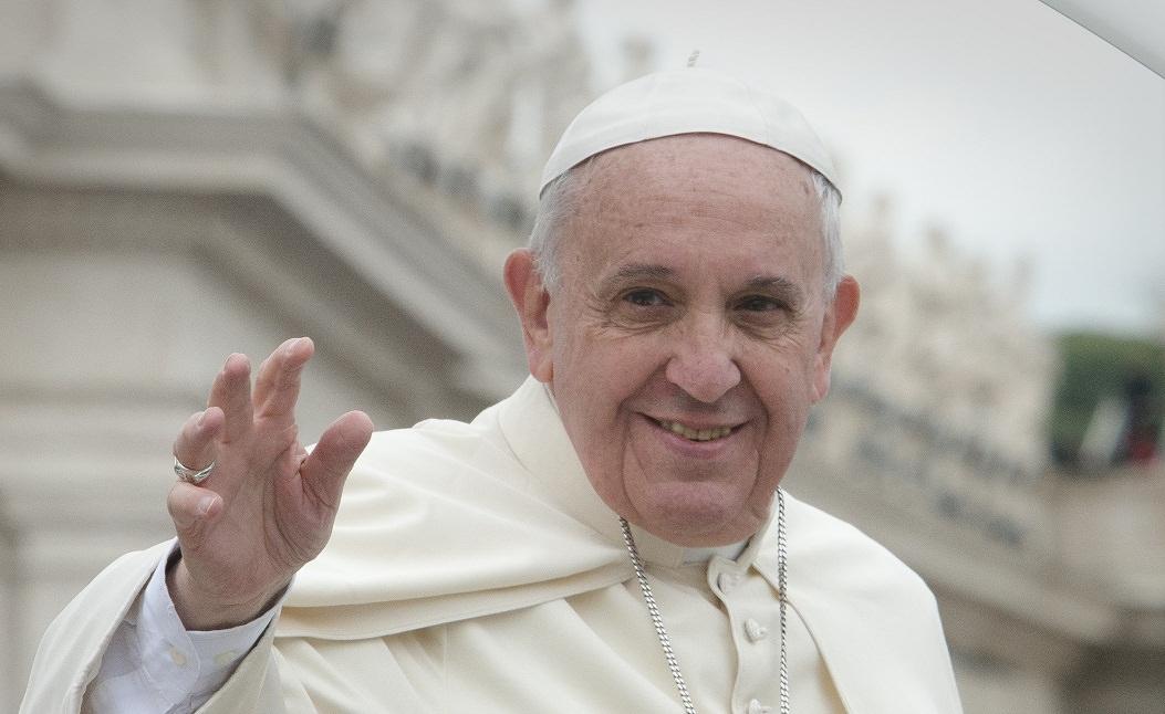 """Il Papa resta chiuso in ascensore, Angelus in ritardo: """"Grazie ai vigili del fuoco"""""""