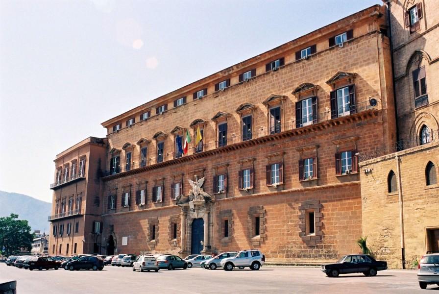 """Caos """"metal detector"""" a Palazzo dei Normanni, la polemica continua"""