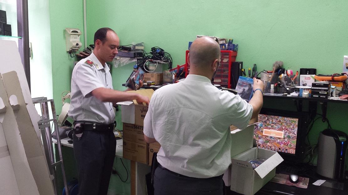Sequestrati a Catania 3 mila CD pirata, una denuncia