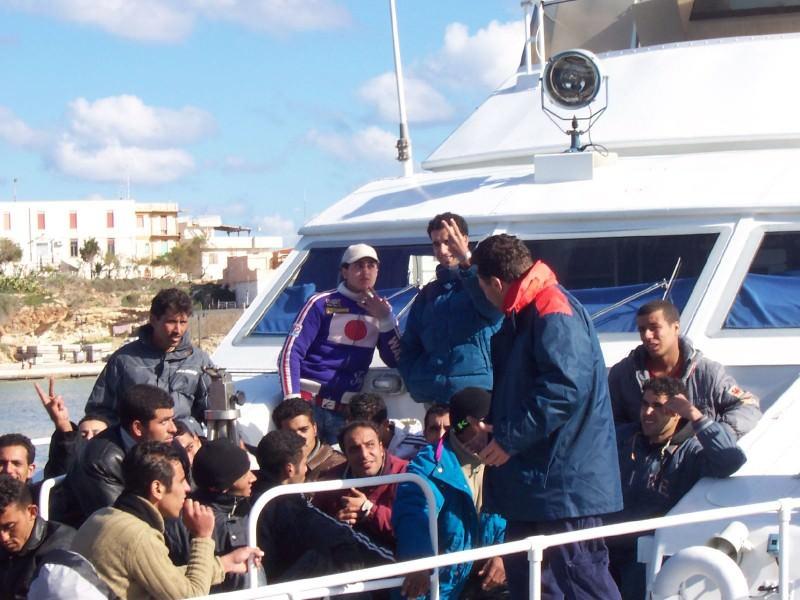 Immigrazione: 463 persone tratte in salvo da Guardia Costiera