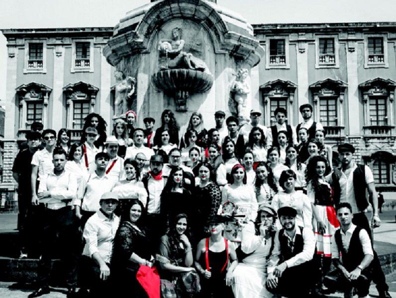 Kermesse teatrale: accademia delle belle arti e costumi della mafia