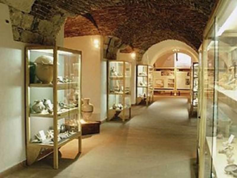 """""""Vietato non toccare"""", 18 tesori archeologici al museo Mandralisca per una fruizione tattile"""