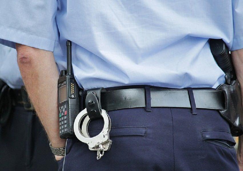 Beffato da anziano fallisce la rapina e tenta la fuga: arrestato