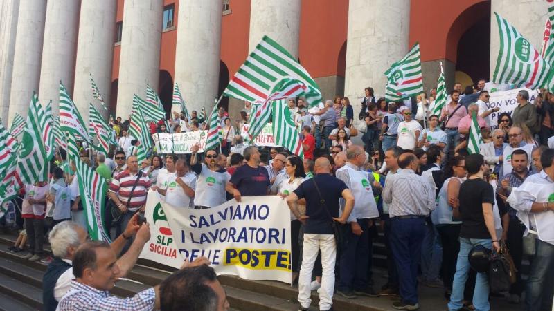 Protesta contro Poste Italiane: a Catania da mezza Sicilia