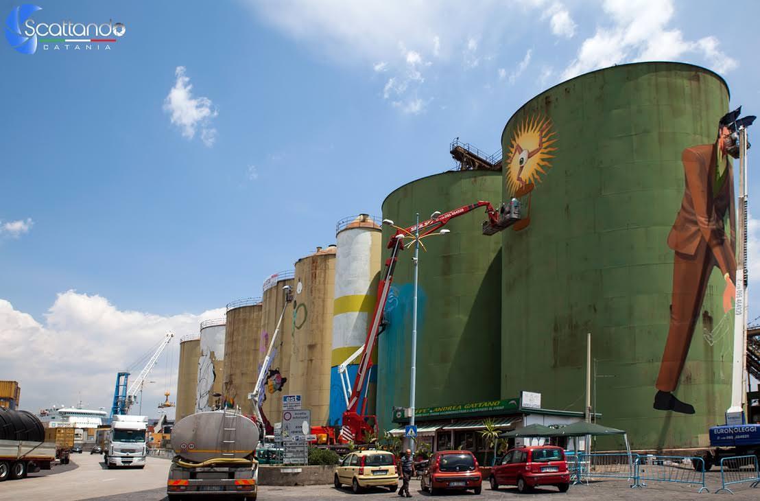 """Street Art Silos: """"cantiere"""" nel porto di Catania è già evento mediatico"""