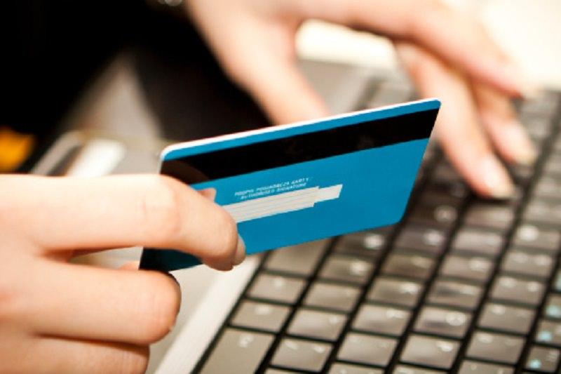 """Truffe online """"infinite"""", 780 euro sottratti dal conto di una donna: scatta denuncia"""
