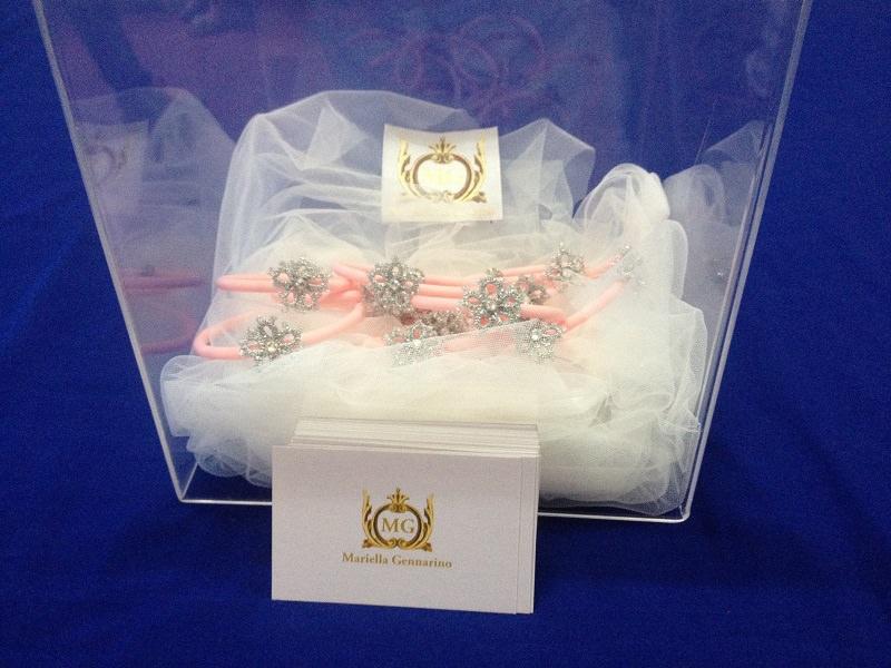 Un braccialetto rosa per la lotta al tumore al seno