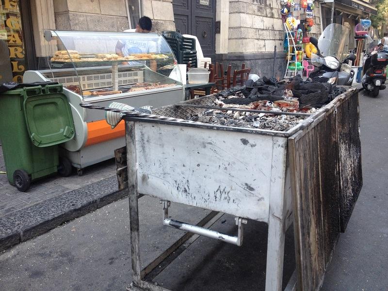 Controlli nelle vie dello street food catanese: sanzioni per 8 locali