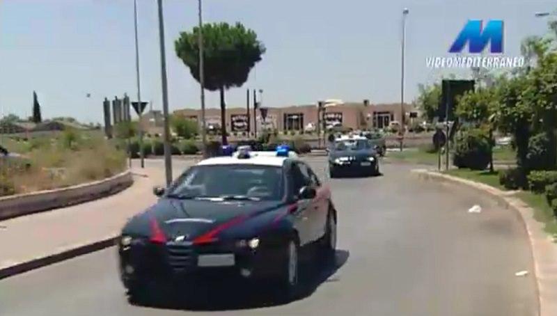 Lasciano i figli in macchina al sole: denunciati genitori tunisini