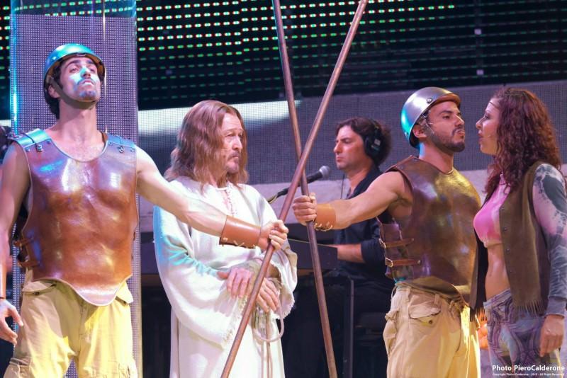 """Pubblico in delirio a Furnari per """"Jesus Christ Superstar"""""""