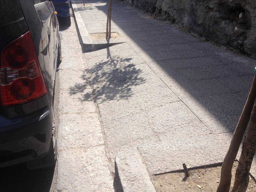 Disagi per disabili (e non) a Catania