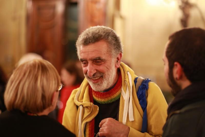 Messina, il sindaco Accorinti contro giacca e cravatta resta fuori da Ars e Senato