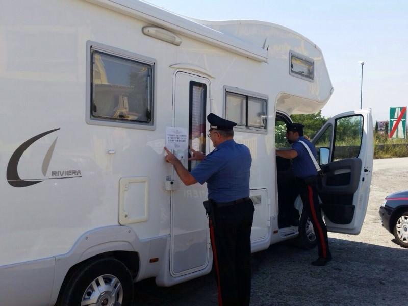 """Catania, """"camper dell'amore"""" alla Playa. Un arresto"""