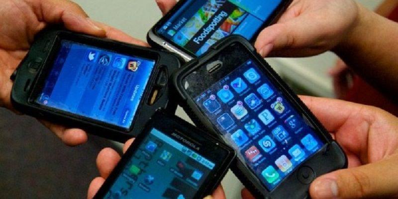 Si nasconde 4 cellulari nel retto per farli entrare in carcere: detenuto sorpreso dagli agenti