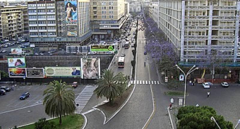 Catania contro l'illegalità: sanzionati 16 parcheggiatori abusivi, locali del centro storico e venditori