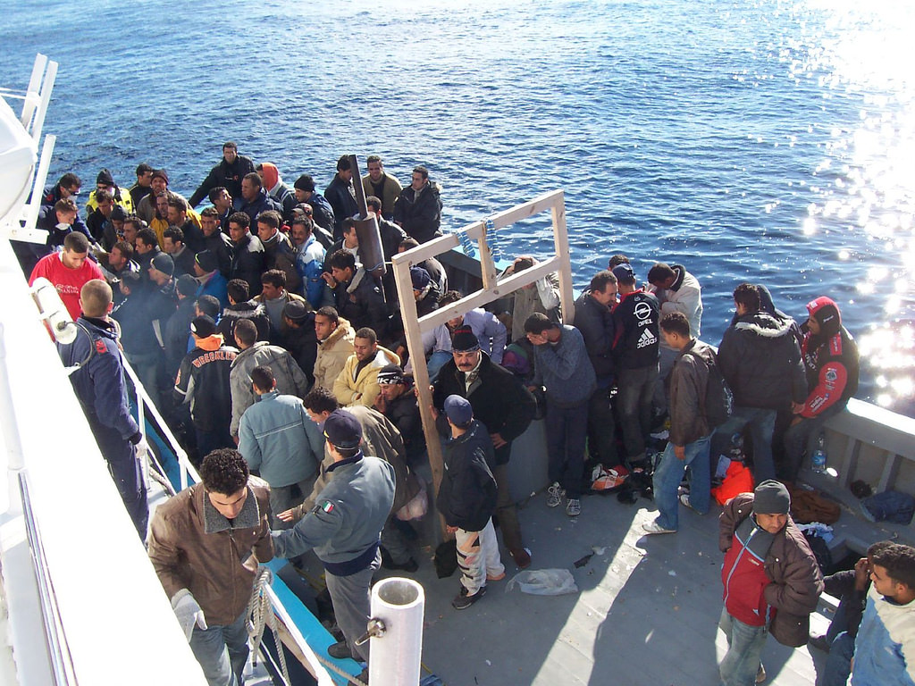 Lampedusa, ancora un altro sbarco: previsti trasferimenti a Porto Empedocle per liberare l'hotspot